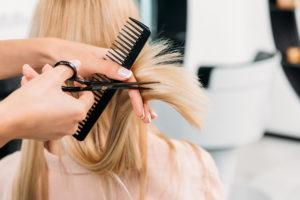 Haare schneiden Friseur zur Bürste Zeuthen