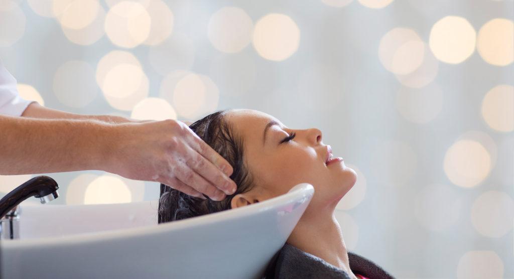 Haarwäsche Haare waschen Friseur zur Bürste Zeuthen